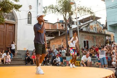Pharrell Williams cantou no Morro da Providência — Foto: Fabiano Battaglin/Gshow