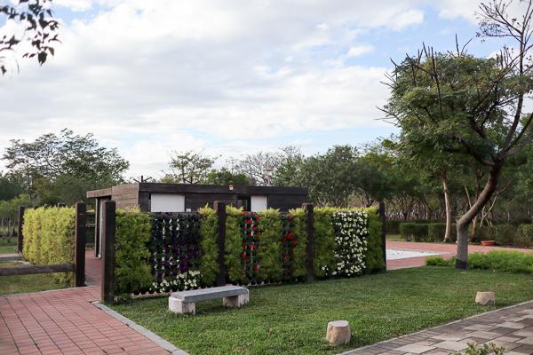 台中后里花田綠廊1.2公頃向日葵花海盛開,環保公園變成花田拼布