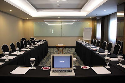 Pengaturan Tempat Duduk Dalam Rapat bentuk huruf U