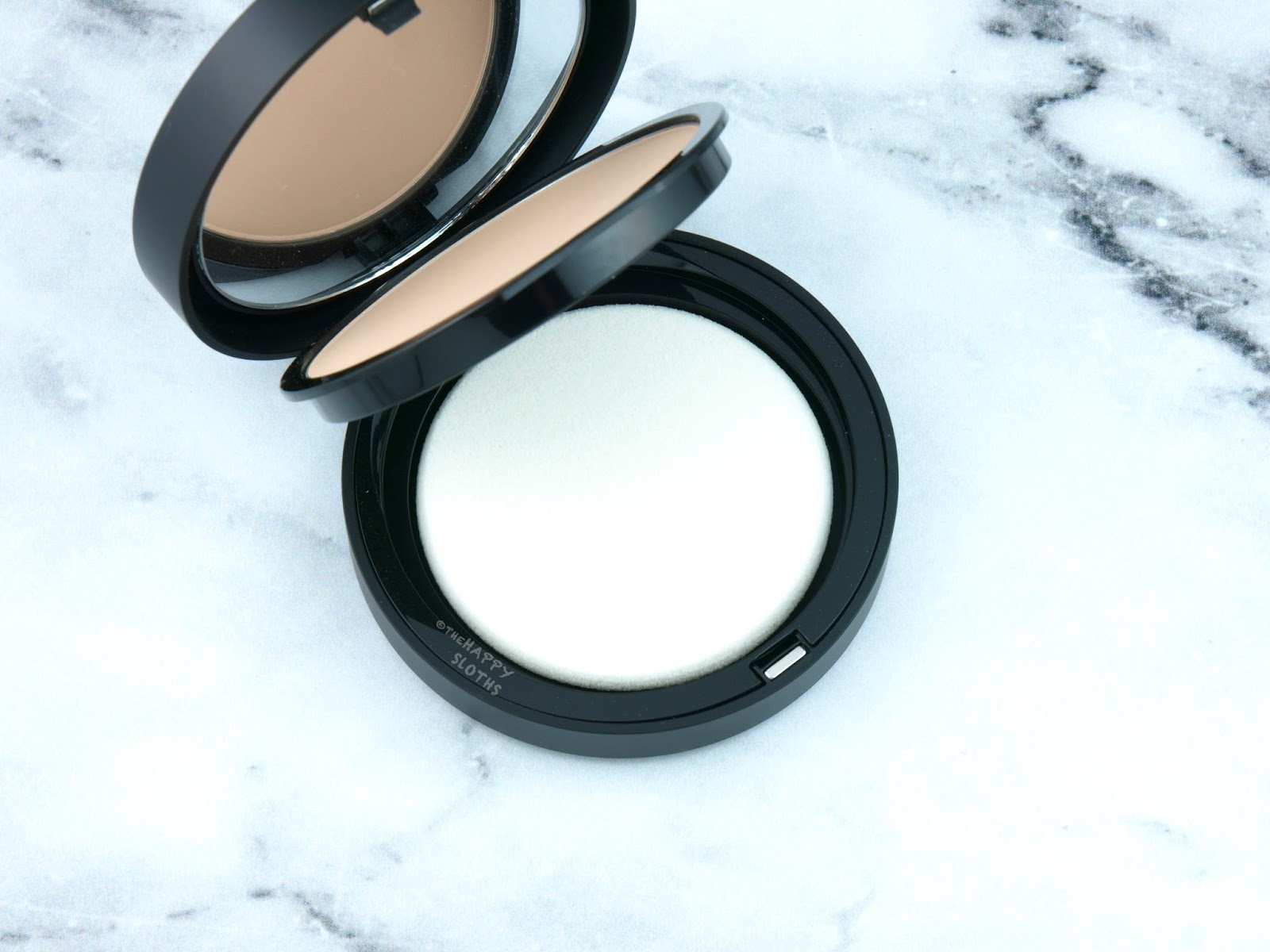 "bareMinerals BAREPRO Performance Wear Powder Foundation ""Cashmere 06"": Review and Swatches"