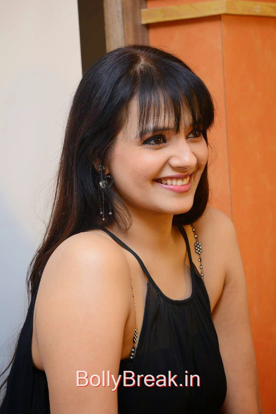 Saloni Unseen Stills, Actress Saloni Hd Pics in Black Dress without Sleeve at GAMA