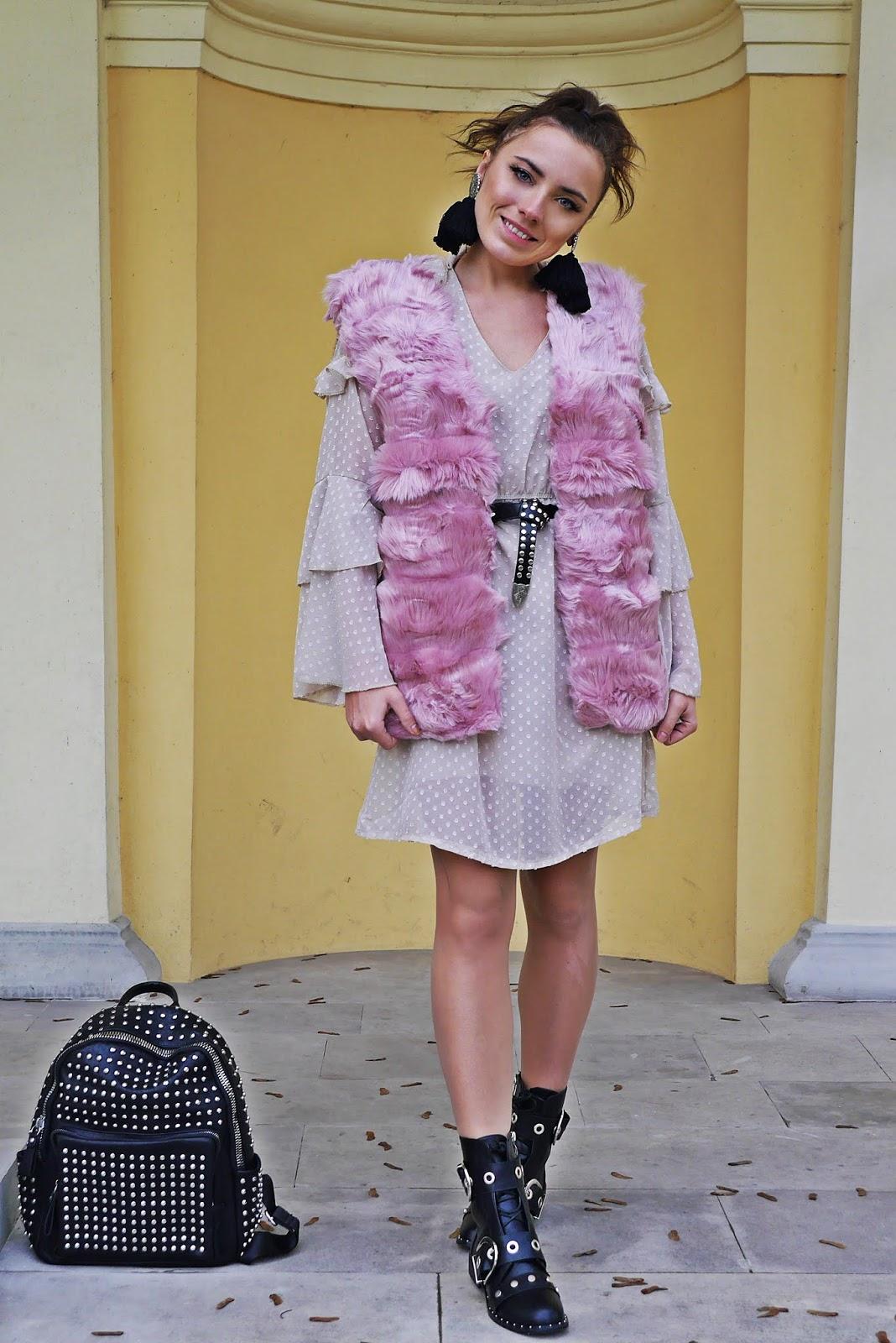 plecak z ćwiekami różowa kamizelka futrzana renee karyn blog modowy blogerka modowa modowe stylizacje