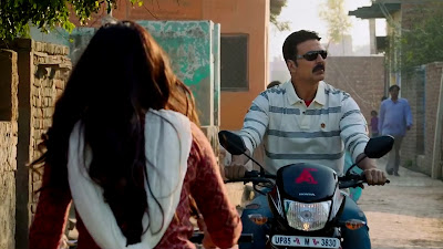 Akshay Kumar Ride Bike HD Image