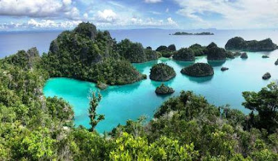Raja Ampat is Indonesia's best tourist spots.