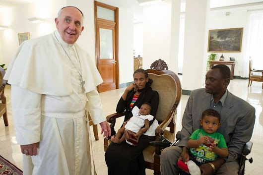 Pope Francis meets #MeriamIbrahim Sudan Woman sentenced to Death is Free - Breaking