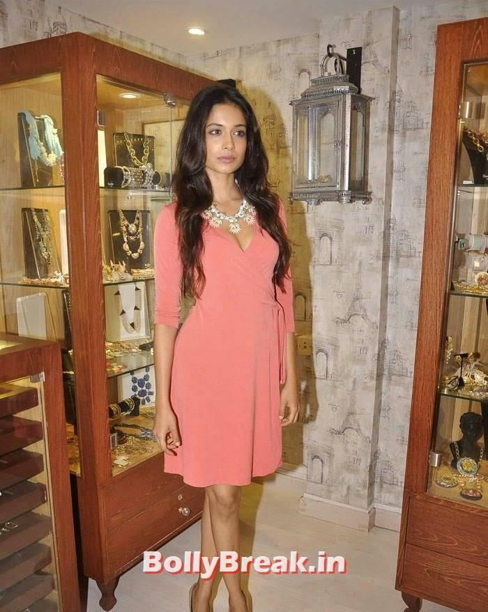 Sarah Jane Dias, Pics from Bansri Mehta Jewellery Lounge Preview
