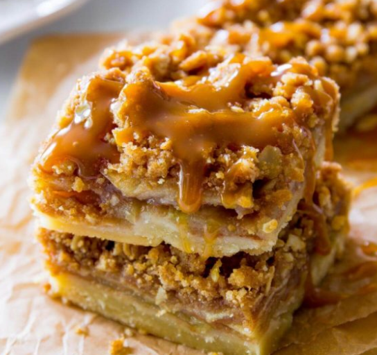 Salted Caramel Apple Pie Bars #bars #dessert