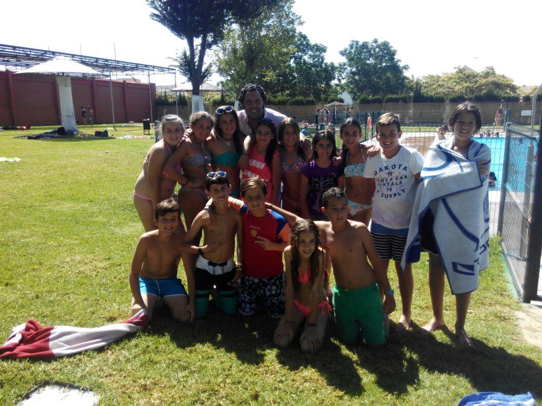 Profereli d a de piscina for Piscina municipal bormujos