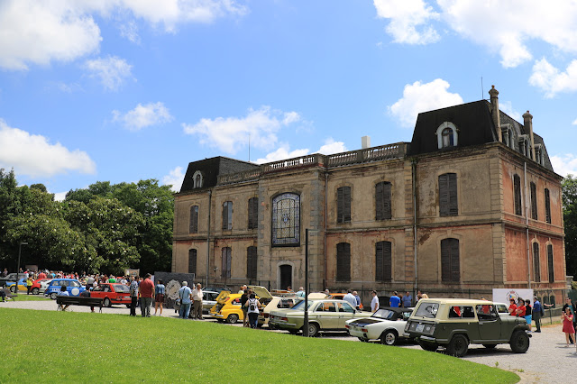 coches clásicos en la Finca Munoa