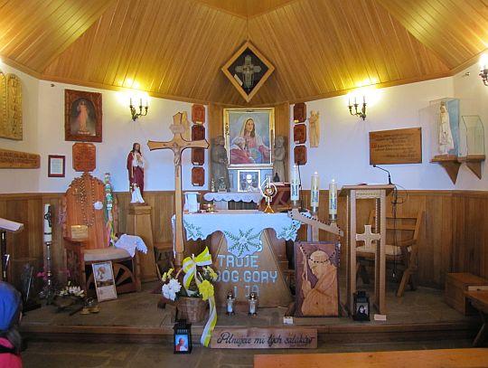 Wnętrze kaplicy na Groniu Jana Pawła II.