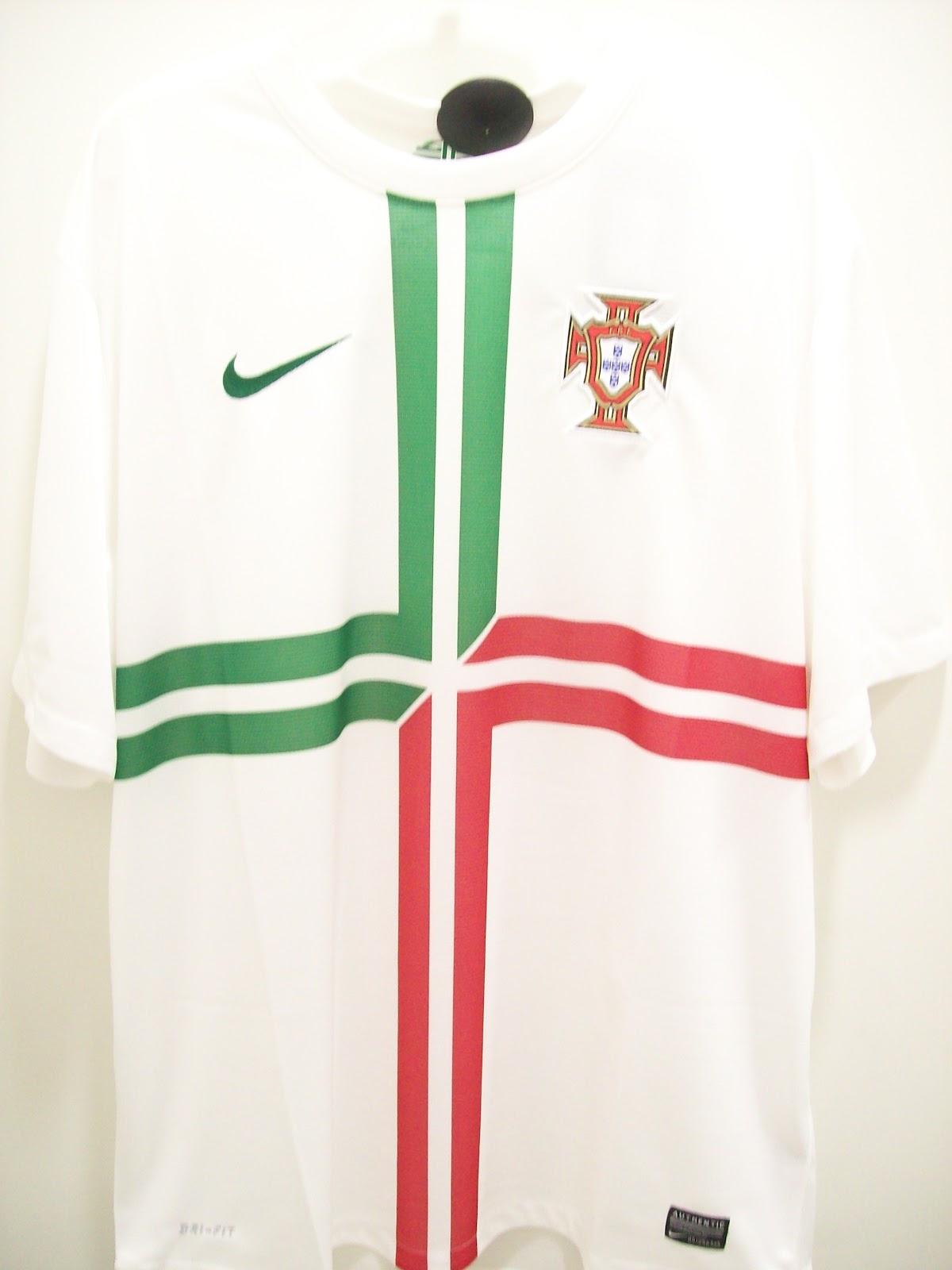 A Euro 2012 vem aí e uma das seleções que podem se destacar é a França. A  França tem uma camisa away bonita 50c7e7e56d9a4