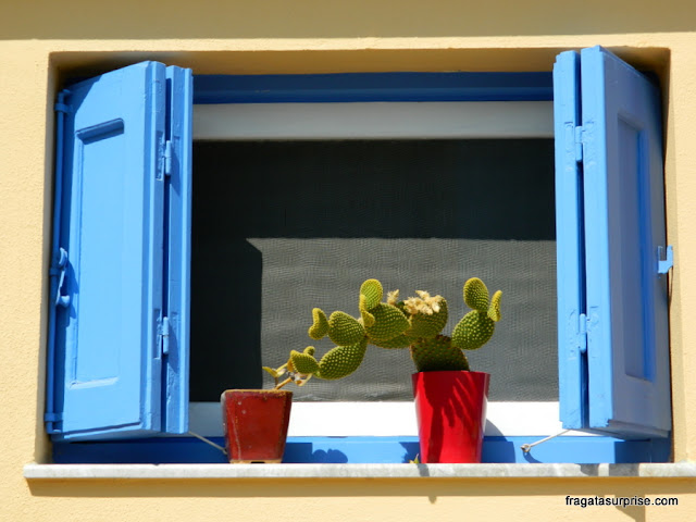 Uma janela na ilha grega de Sými, Dodecaneso