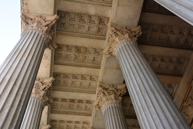 Parliament Vienna columns