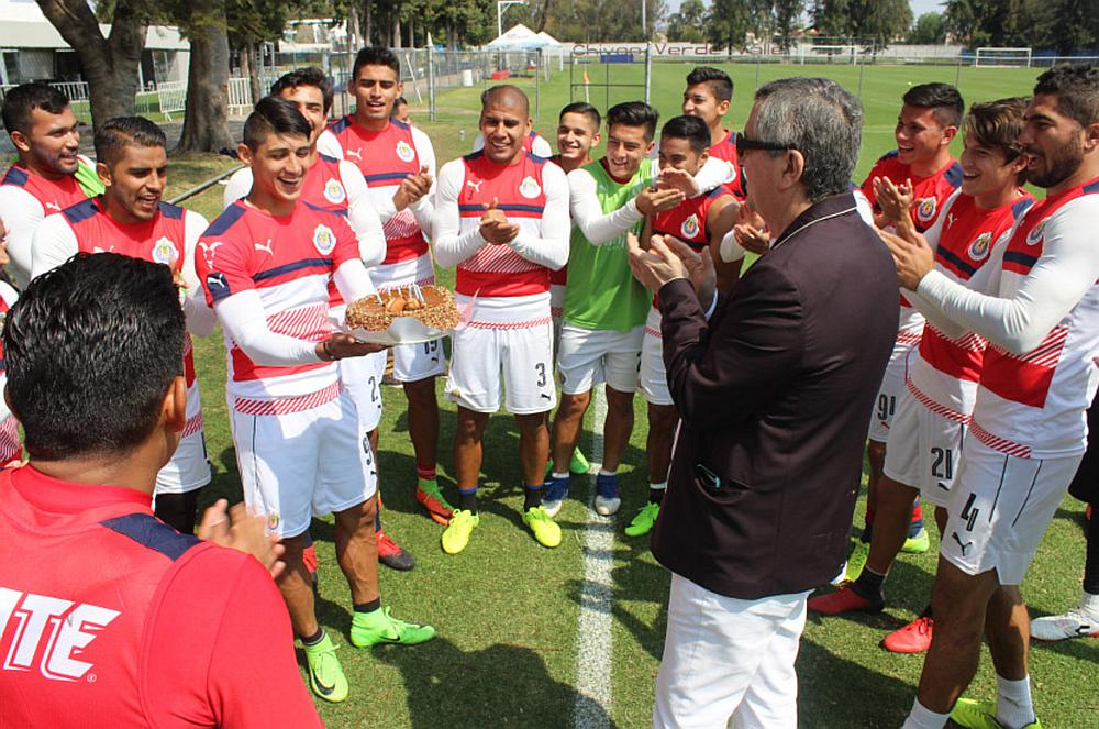 """Vergara estuvo en la cancha """"Fausto Prieto"""" de Verde Valle al término de la práctica."""