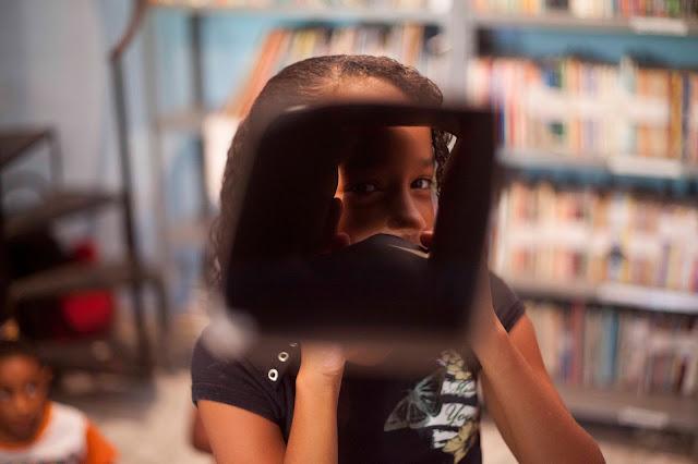 Oficina de fotografia gratuita para crianças em Olinda estimula relação entre imagem e literatura
