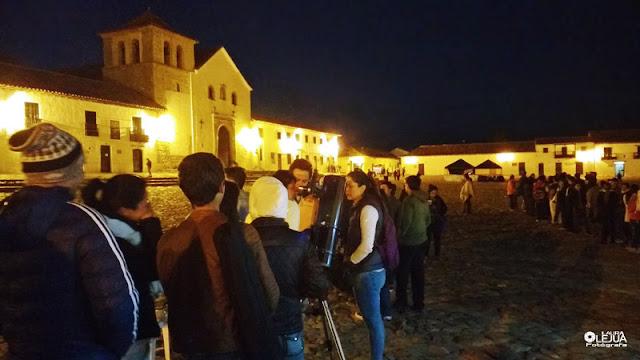 Personas madrugando para disfrutar el Festival astronómico de Villa de Leyva