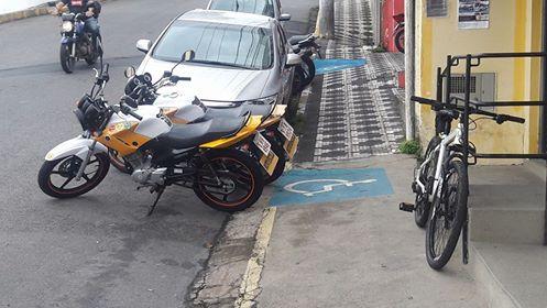 Nota de Esclarecimento da Auto Escola Sena refente a motocicletas estacionadas nas vagas de Deficientes