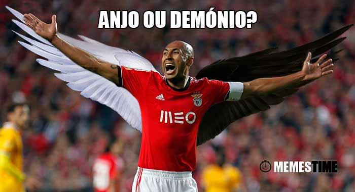 GIF Memes Time… da bola que rola e faz rir - O Capitão Luisão marca golo decisivo para a vitória do Benfica aos 95 minutos, fixando o resultado final em: 1º de Dezembro 1 – 2 Benfica – Anjo ou Demónio?