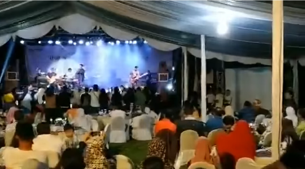 Tsunami crashes into popular pop band's concert, members still missing