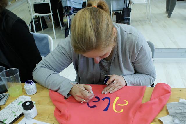 warsztaty, wrocław, art, sztuka, diy, upcycling, recycling, Malowanie na tkaninach, kropka design, tworzyciele wrocław,