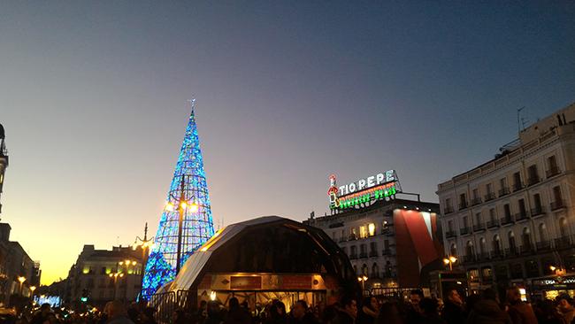 Luces y Árbol de Navidad en la Puerta del sol de Madrid