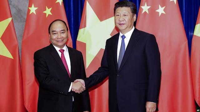 Chủ tịch Tập Cận Bình gặp Thủ tướng Nguyễn Xuân Phúc ở Trung Quốc