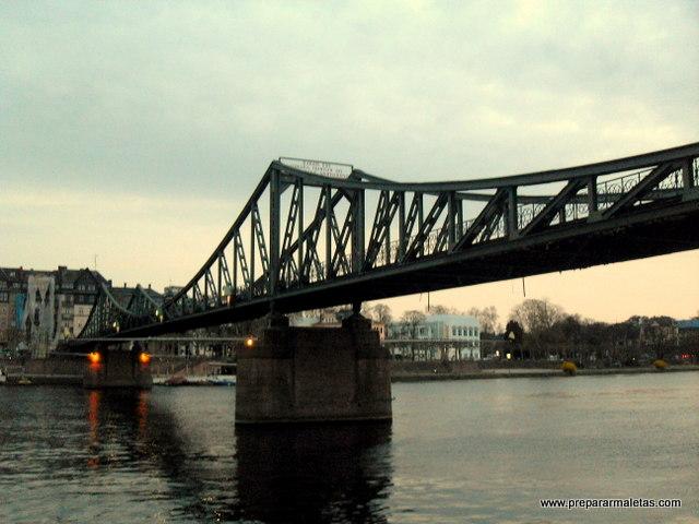 puente de hierro Frankfurt