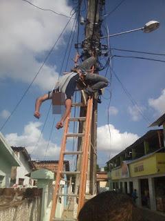 Homem morre eletrocutado em poste enquanto trabalhava na grande João Pessoa