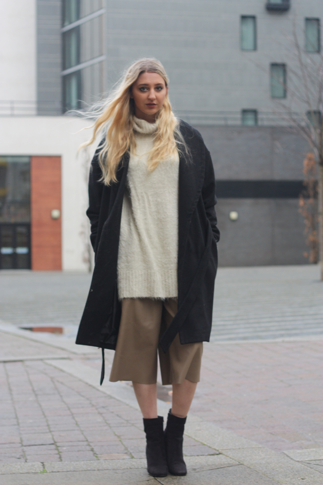 how to wear oversized jumper