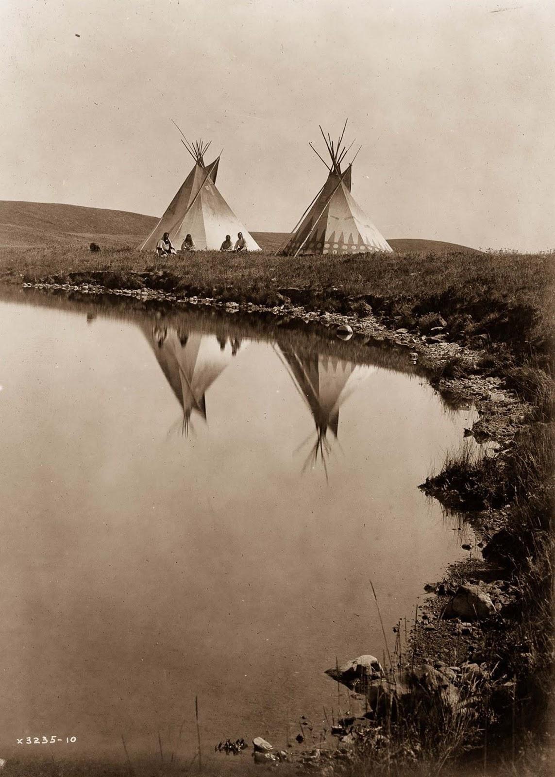 Piegan tepees. 1910.