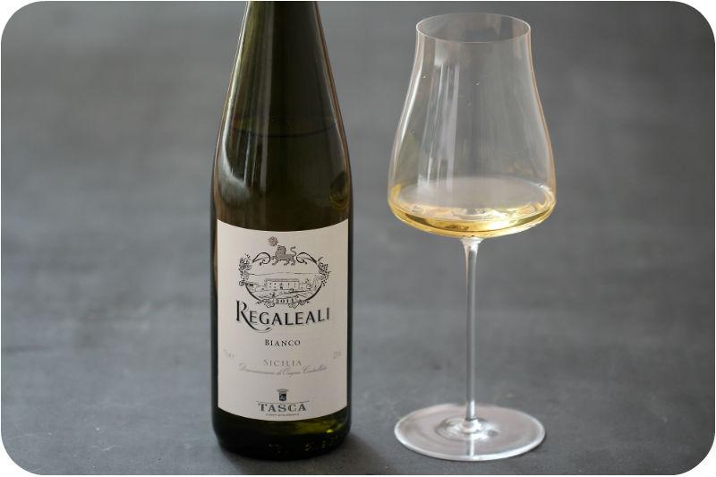 Regaleali bianco von Tasca, sizilianischer Weißwein, fruchtig | Arthurs Tochter Kocht von Astrid Paul