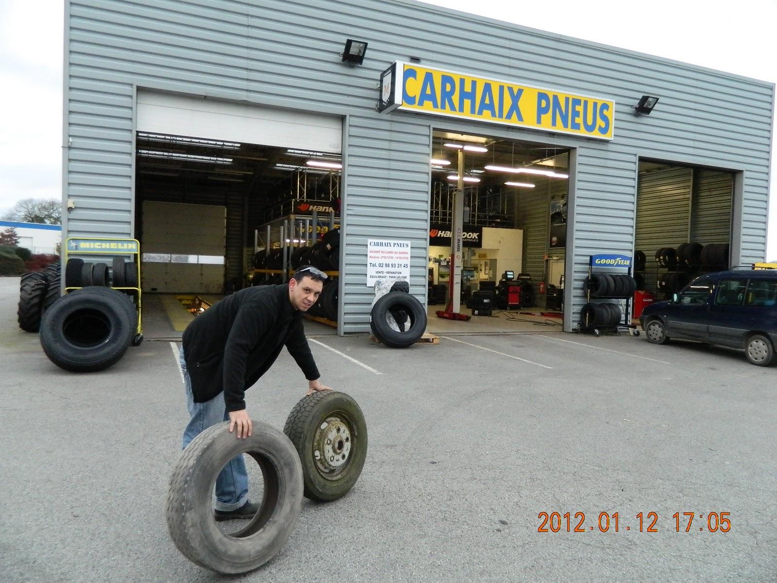 bretagne mali via carhaix dakar 2012 le bon pneu est mont sur la jante plus vite que dans le. Black Bedroom Furniture Sets. Home Design Ideas