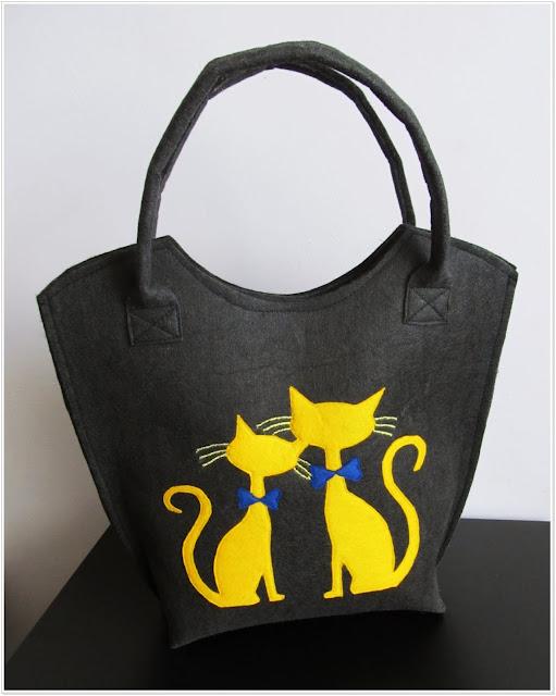 Żółte koty + czarny filc = niebanalna torba