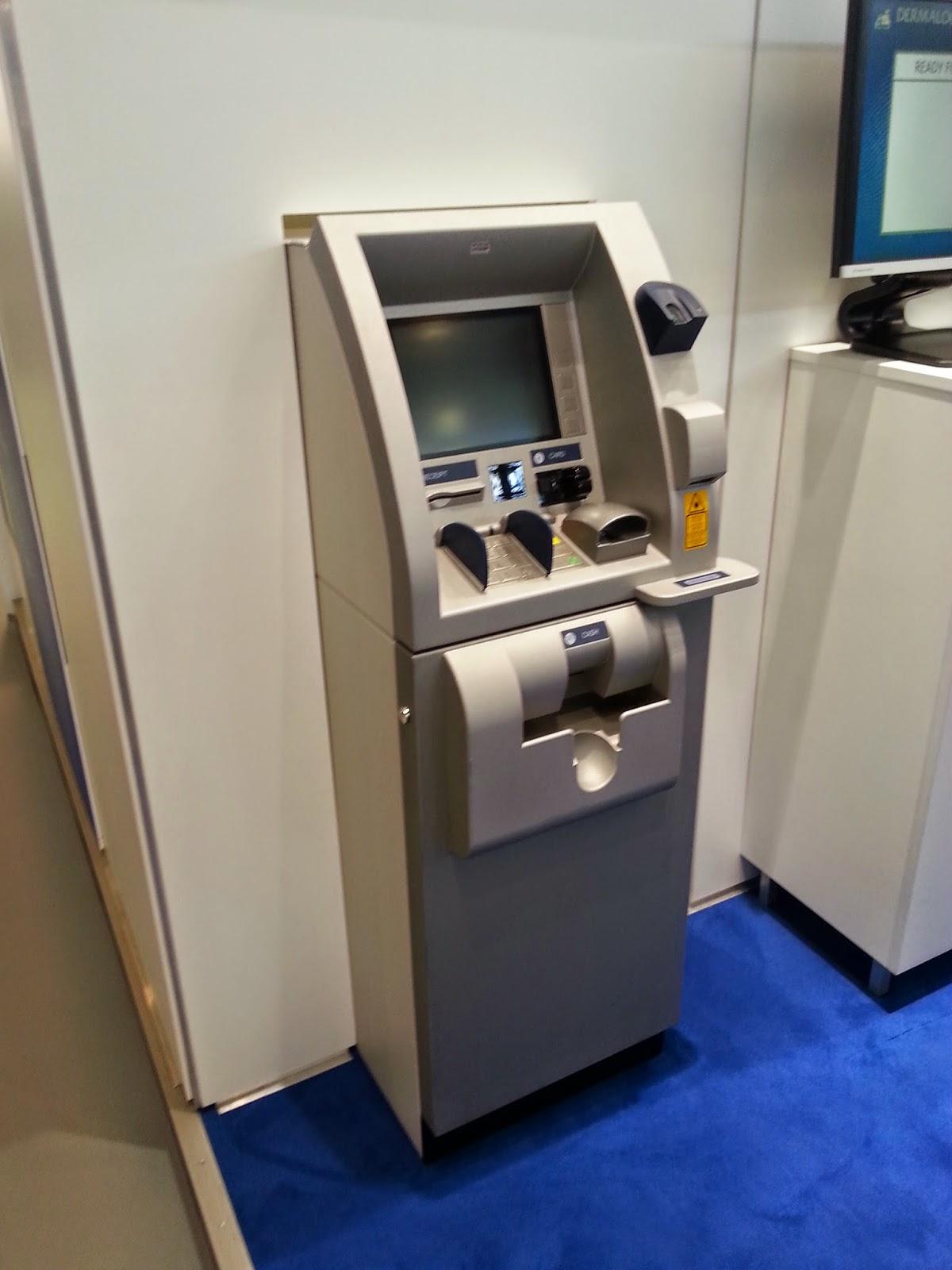 Cajero automático (ATM) con lector biométrico de huellas dactilares