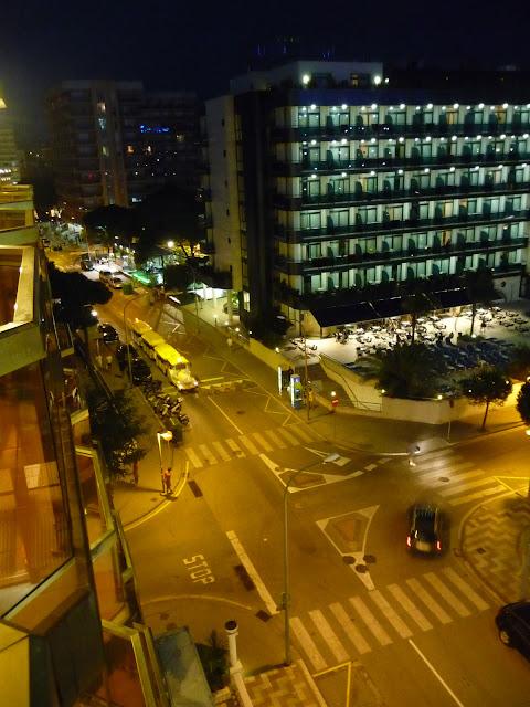 Так выглядит вечерний Бланес снашего балкона. Видно отель Блаумар