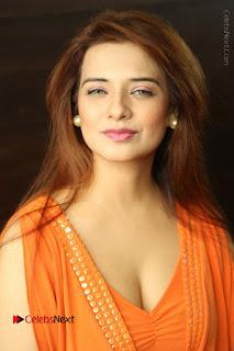 Actress Saloni Aswani Pos in Short Dress at Meelo Evaru Koteeswarudu Movie Interview  0022.JPG