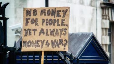 Reino Unido gasta dinero en guerras, mientras que la gente tiene que llevarse la peor parte de austeridad.