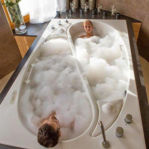 تعرف على فوائد استحمام الزوجين معا واهميته فى كسر روتين