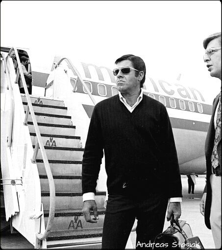 Jerry Lewis flying American Airlines