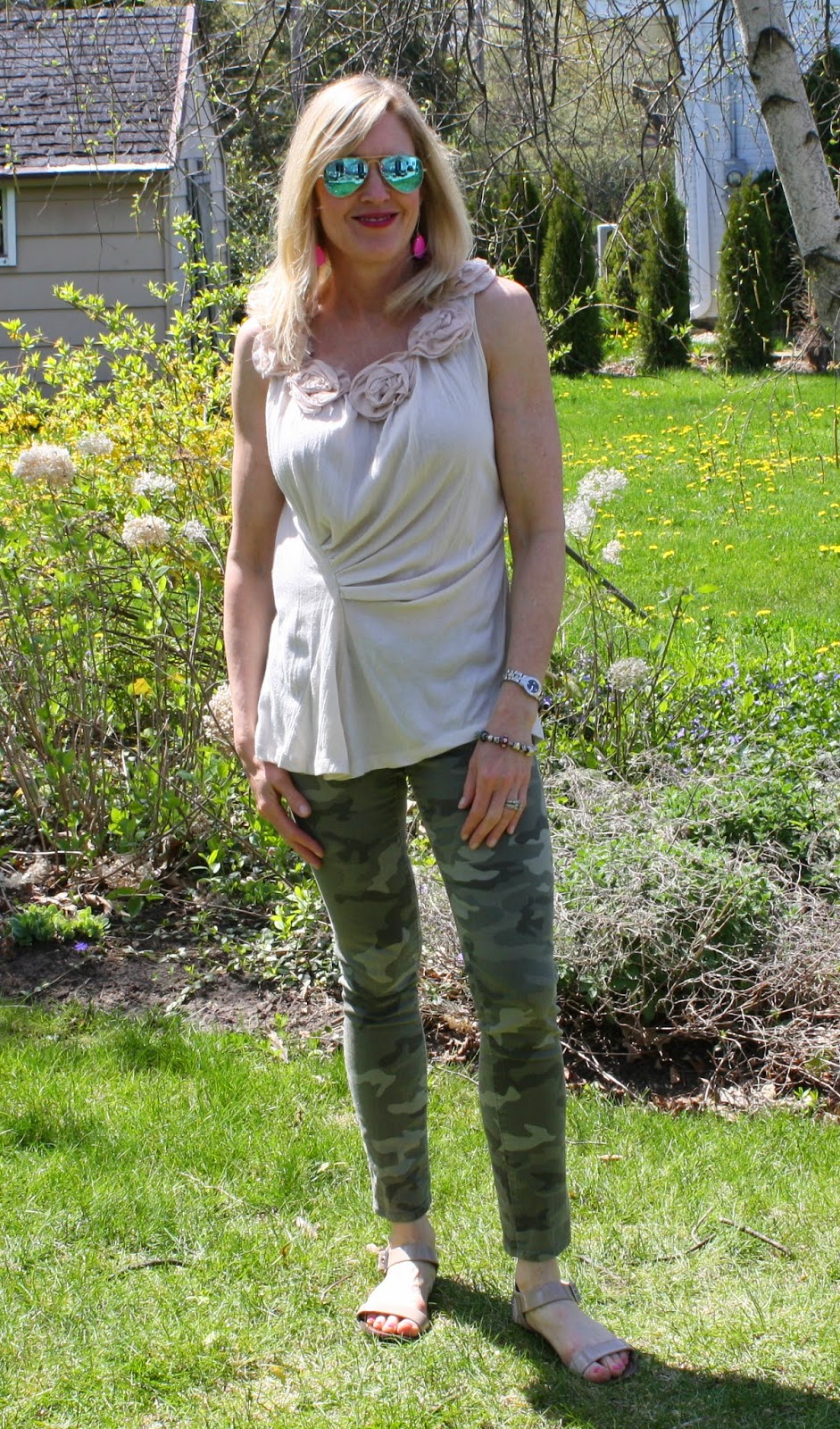camo jeans, dressing up camo for spring, styling camo as a neutral