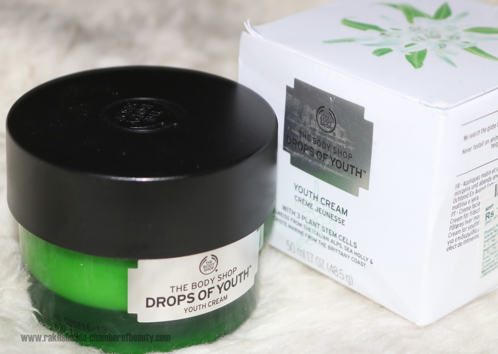 Indian beauty blogger, review, skincare, The Body Shop, The Body Shop Drops of Youth Day Cream review, The Body Shop Drops of Youth, best moisturizing creams in India, day cream, The Body Shop Drops of Youth day cream swatch