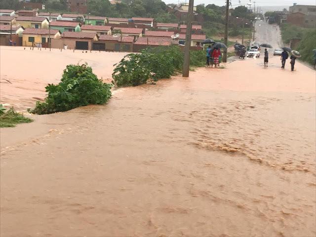 Chuva deixa milhares de pessoas desabrigadas em parte do Nordeste