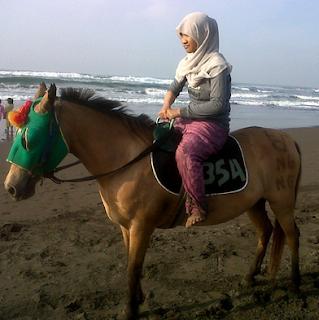 naik kuda pantai widarapayung