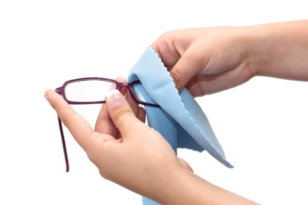 Cara merawat kacamata yang baik dan benar