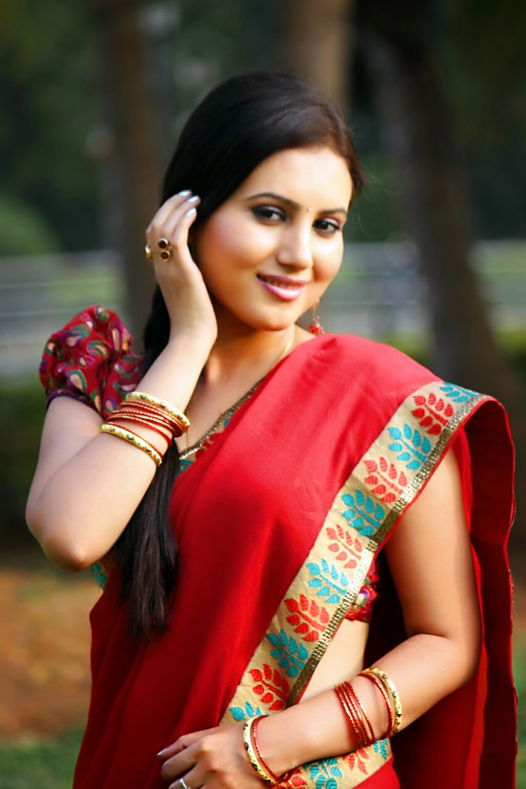 Beautiful Indian Girl in Saree Wallpapers 2017 ~ F7view
