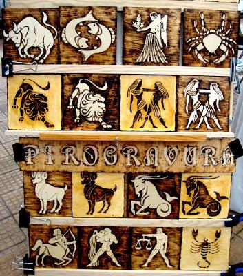 os 12 signos do zodíaco em pirogravura