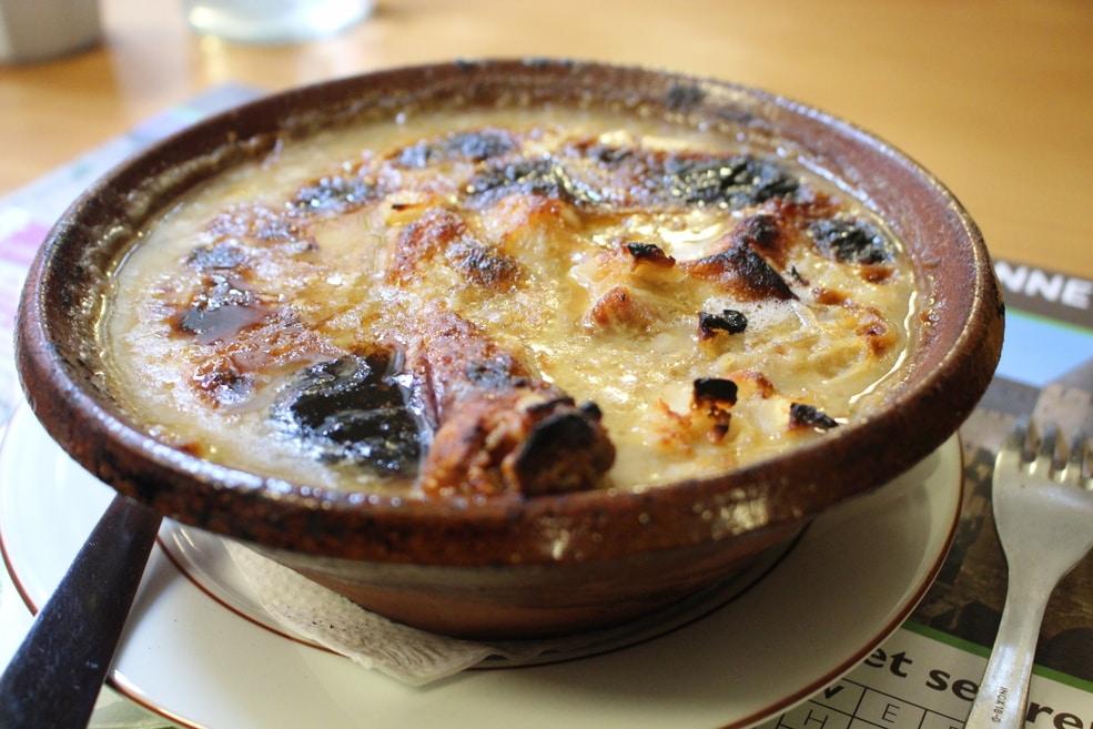 Um Cassoulet, prato tipo de Carcassonne, oferecido pelo restaurante Le Taverne du Chateau.