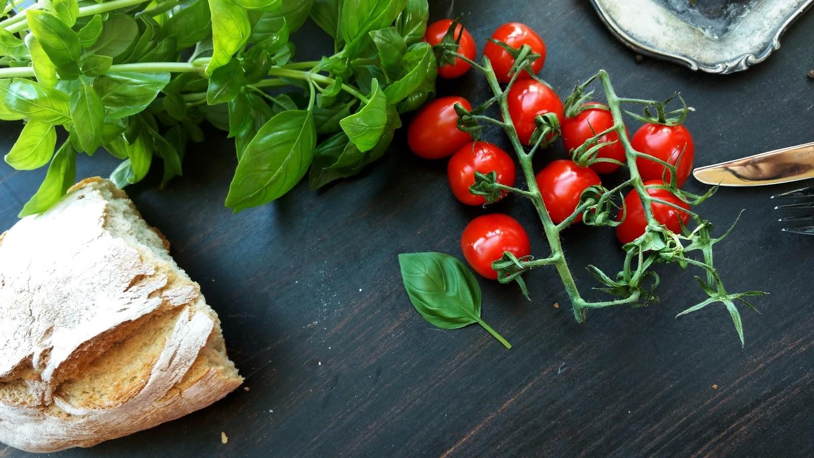 jedzenie | pomidory | bazylia | czerwień | zieleń