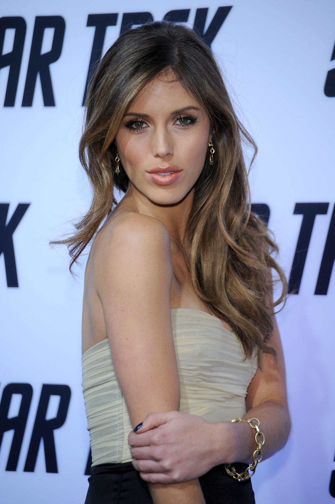 Kayla Ewell summary | Film Actresses