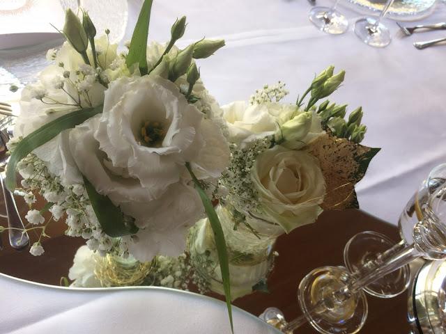 Centerpieces - Gold und Weiß, goldene Sommerhochzeit im Riessersee Hotel Garmisch-Partenkirchen, gold white wedding in Garmisch, Bavaria, lake-side, summer wedding